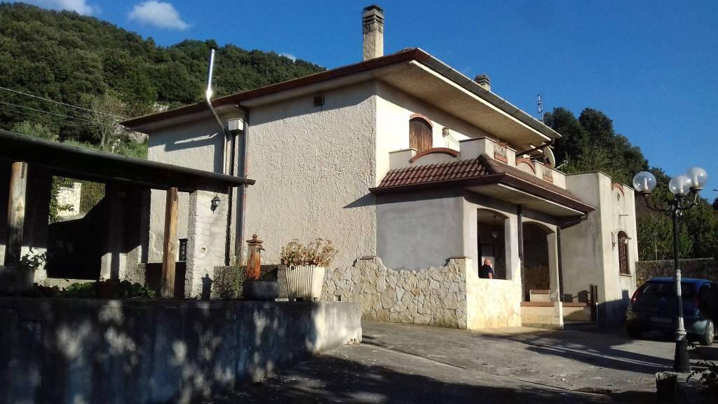 Rustico / Casale da ristrutturare in vendita Rif. 8479361