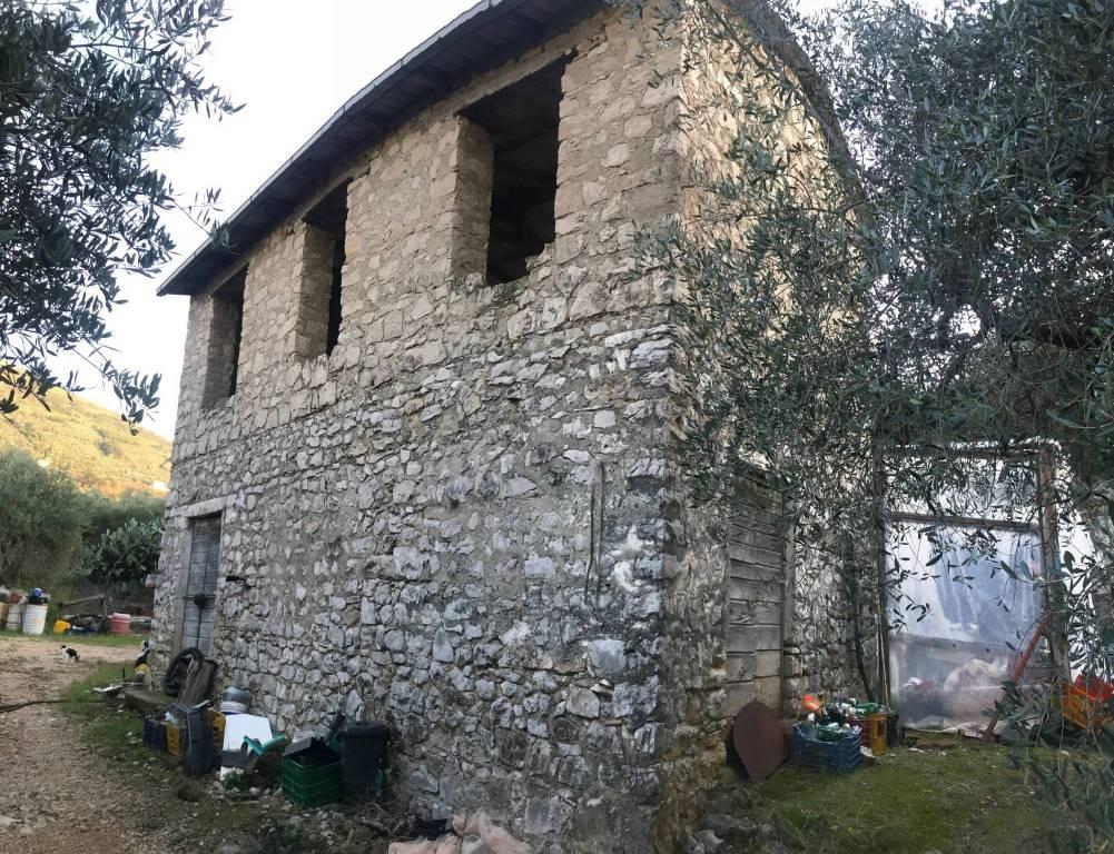 Rustico / Casale da ristrutturare in vendita Rif. 8481033