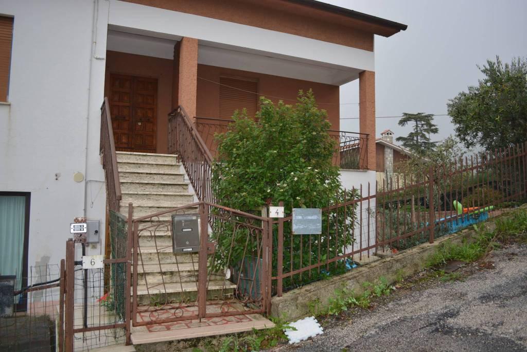 Appartamento in buone condizioni parzialmente arredato in affitto Rif. 8478073