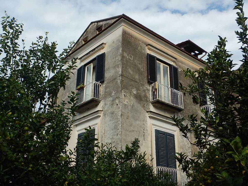 Sant'agnello appartamento in palazzo d'epoca