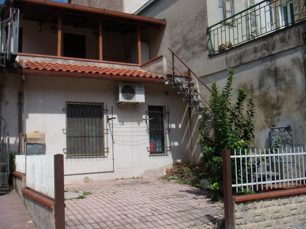 Appartamento in buone condizioni arredato in affitto Rif. 8478075