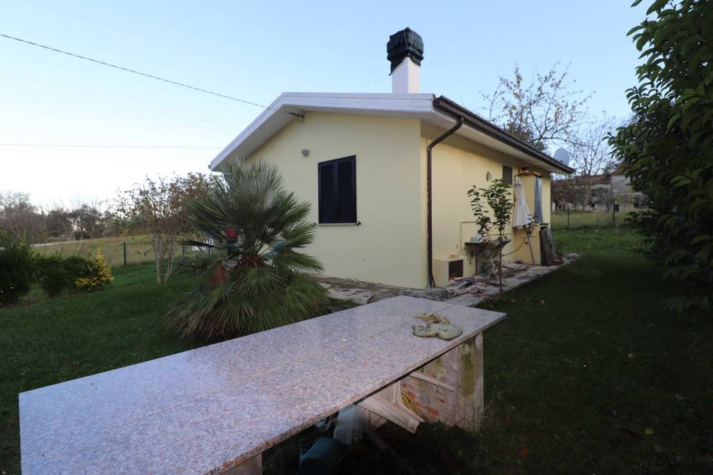 Casa Indipendente in buone condizioni parzialmente arredato in vendita Rif. 9246782