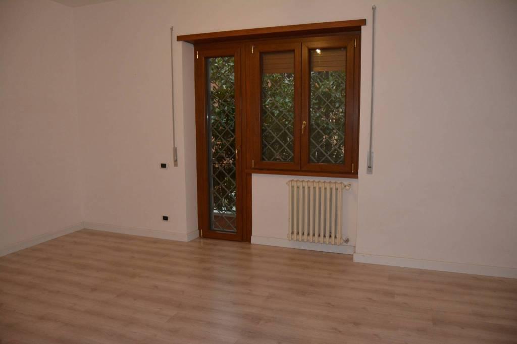 Appartamento in ottime condizioni in affitto Rif. 8490938