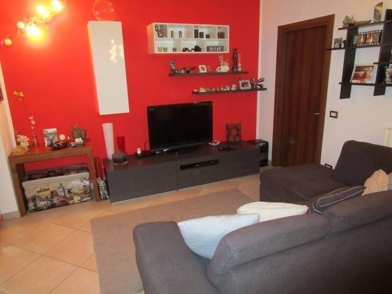 Appartamento in ottime condizioni in vendita Rif. 8489458