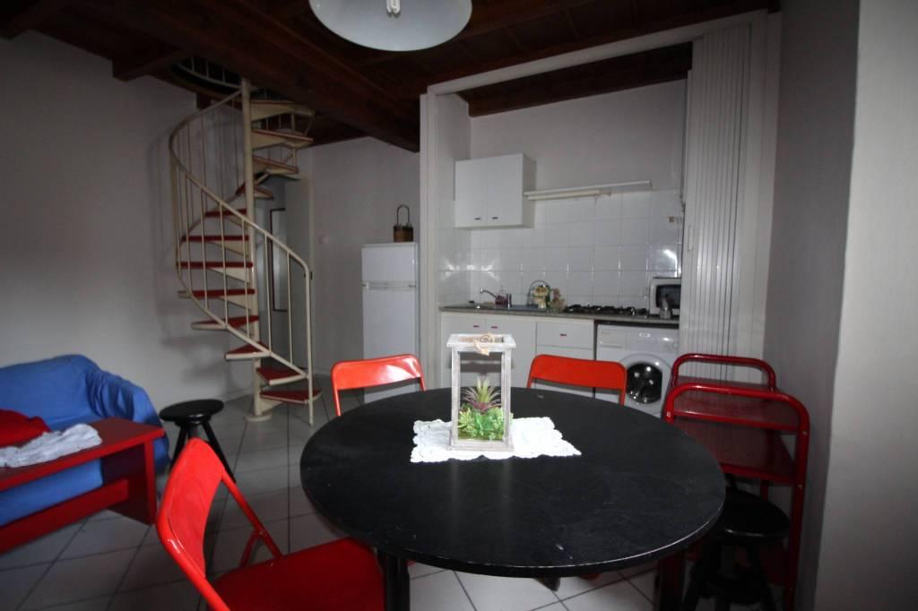 Appartamento in buone condizioni arredato in affitto Rif. 8491110