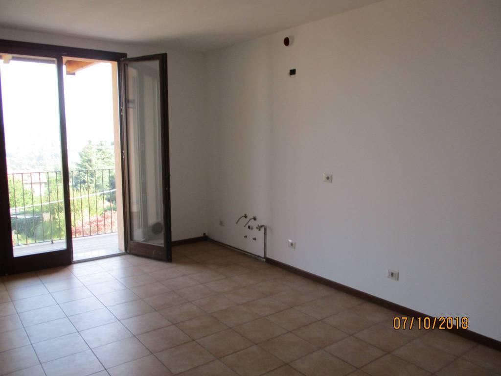Appartamento in ottime condizioni in vendita Rif. 8489515