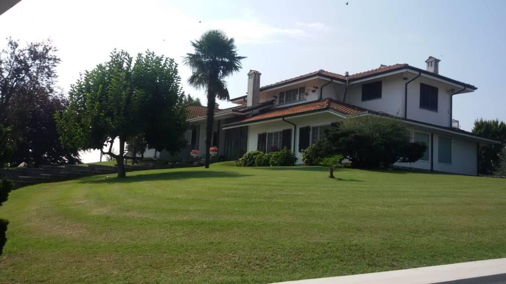 Monasterolo di Savigliano, lussuosa villa con parco via Ruffia