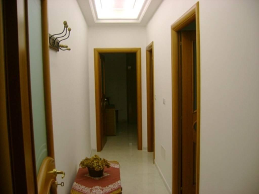 Appartamento in ottime condizioni arredato in affitto Rif. 8491415