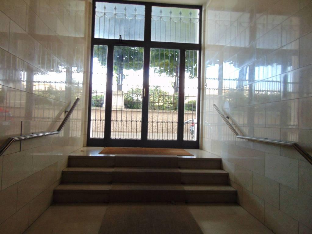 Ufficio / Studio in affitto a Verona, 6 locali, zona Zona: 2 . Veronetta, prezzo € 1.200   CambioCasa.it