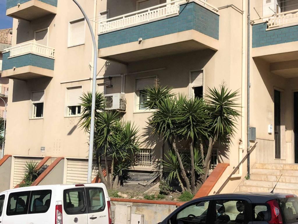 Affittasi appartamento ad uso studio zona Ospedale. Rif. 8719921