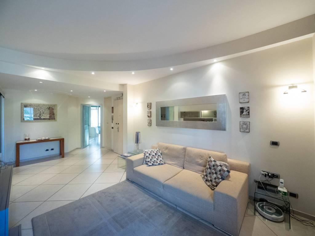 Appartamento in ottime condizioni in vendita Rif. 8492590