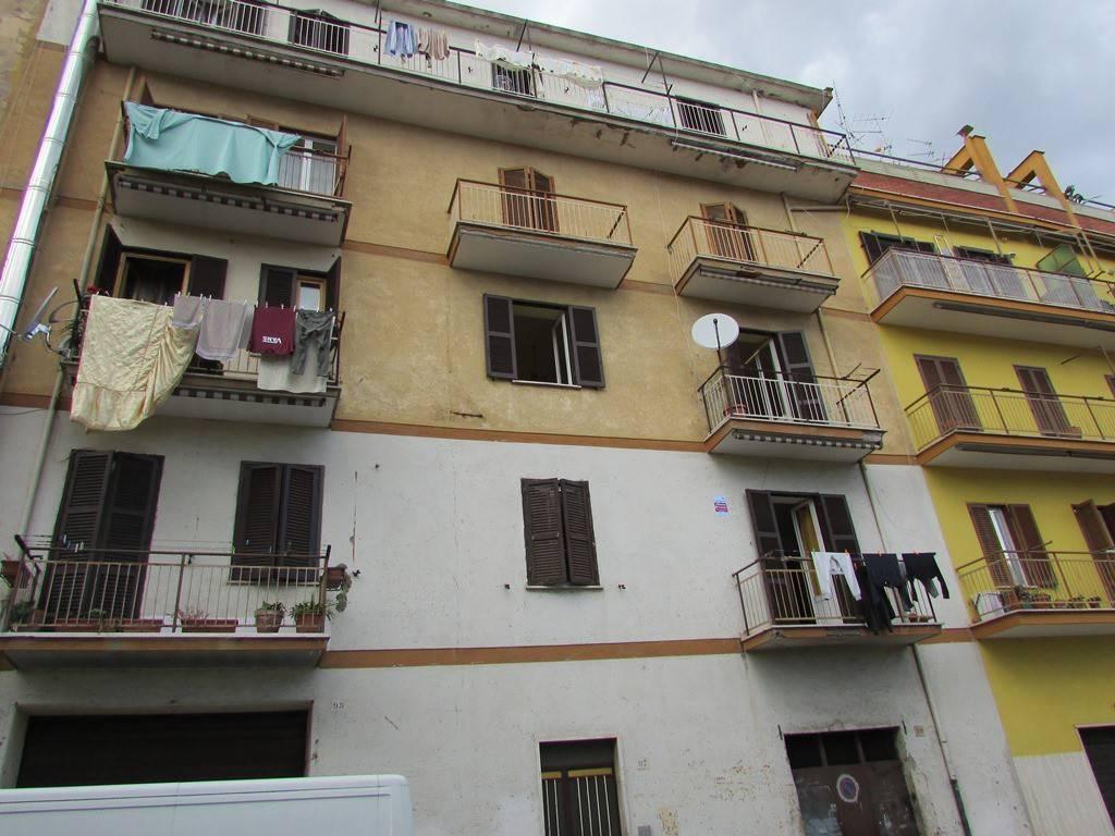 Appartamento in buone condizioni in vendita Rif. 8492935