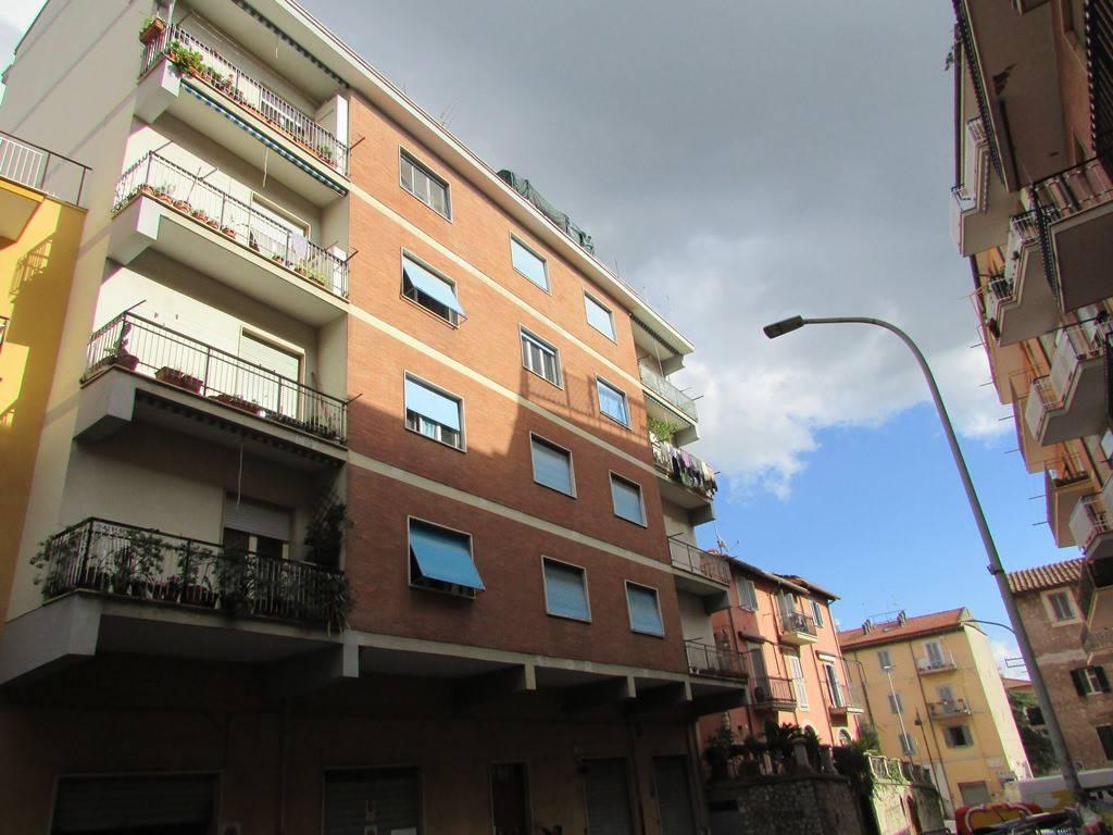 Appartamento in buone condizioni in vendita Rif. 8492936
