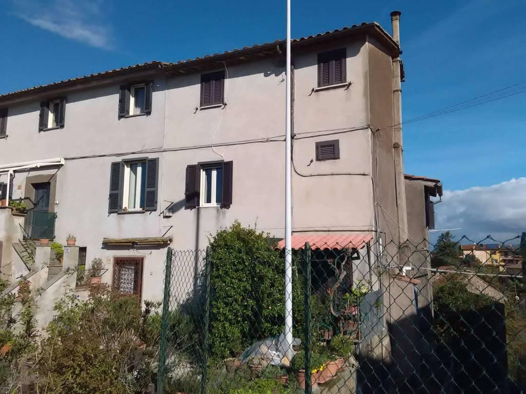 Appartamento in vendita a Vetralla, 5 locali, prezzo € 45.000 | CambioCasa.it
