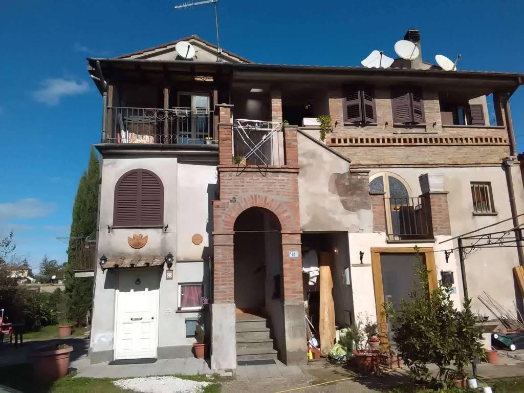 Appartamento in vendita a Vetralla, 6 locali, prezzo € 55.000 | CambioCasa.it