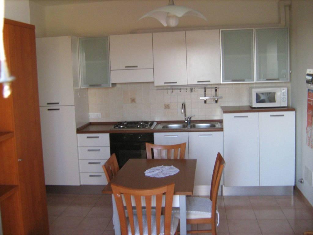 Appartamento in buone condizioni in affitto Rif. 8492606