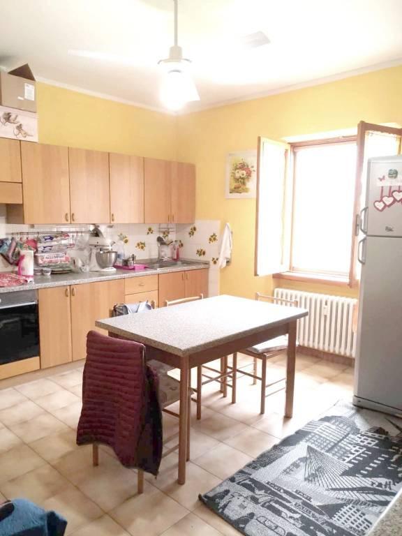 Appartamento in buone condizioni parzialmente arredato in vendita Rif. 8494866