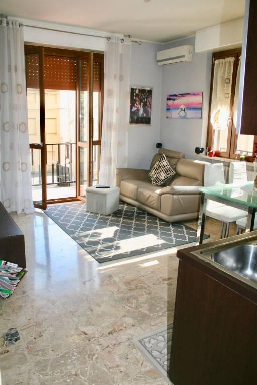 Appartamento in buone condizioni arredato in affitto Rif. 8489454