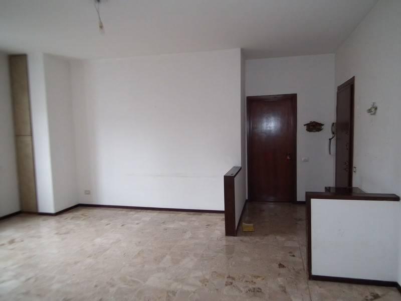 Appartamento in buone condizioni in vendita Rif. 8489614