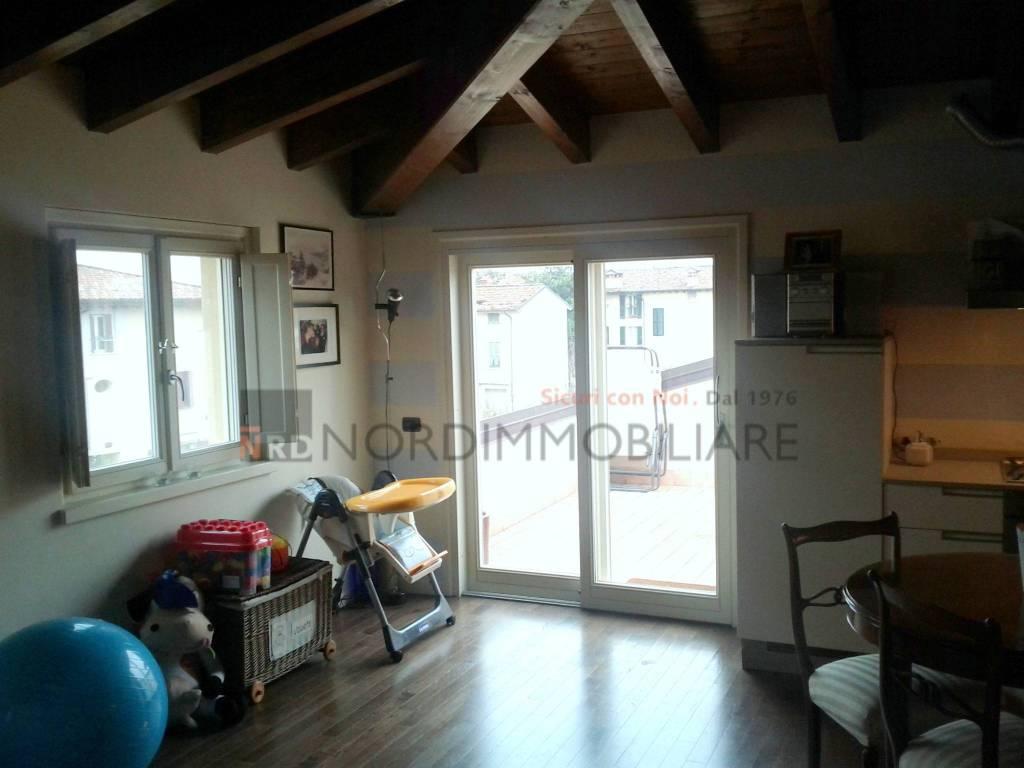 Appartamento in ottime condizioni arredato in affitto Rif. 8489683