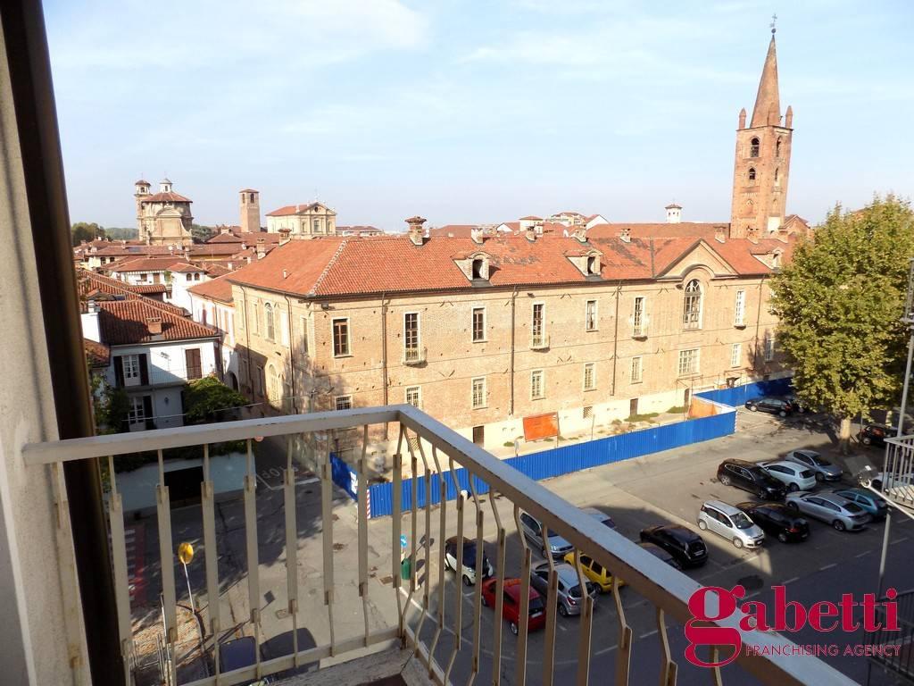 Appartamento in buone condizioni in affitto Rif. 8490934
