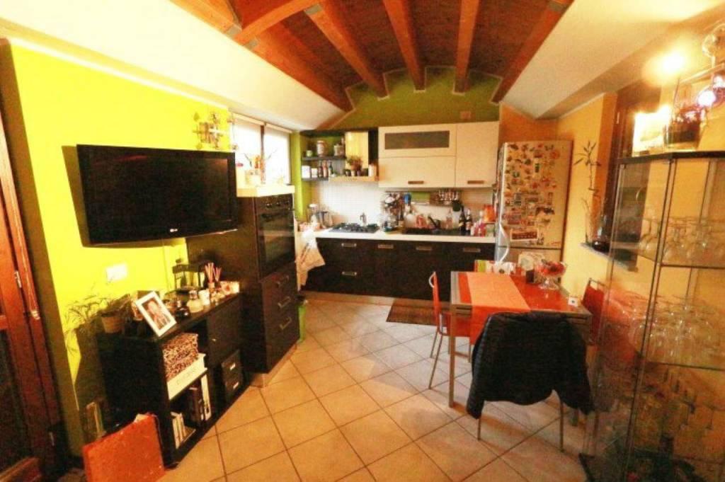 Appartamento in vendita a Saronno, 2 locali, prezzo € 120.000 | CambioCasa.it