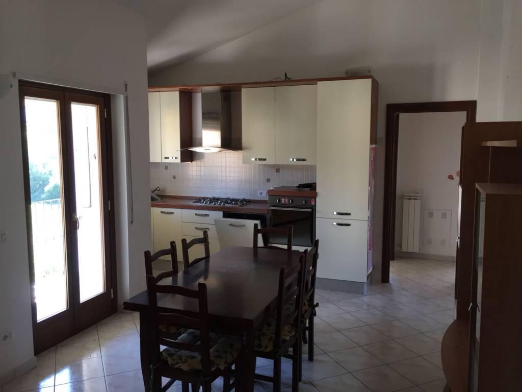 Appartamento in ottime condizioni parzialmente arredato in vendita Rif. 8492696