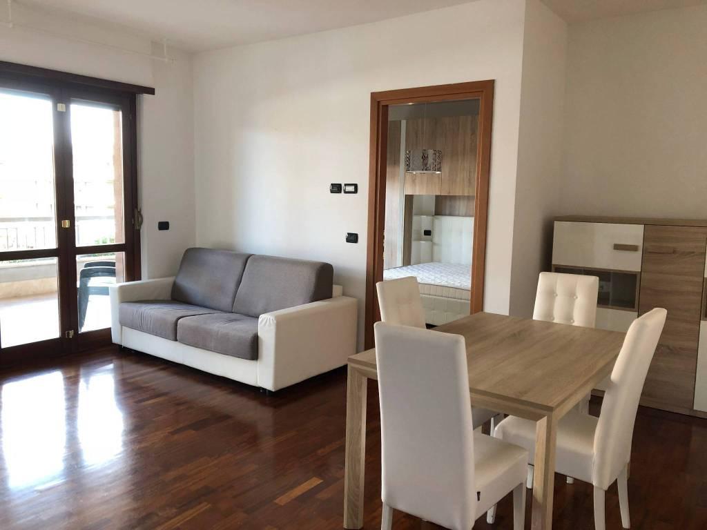 Appartamento in ottime condizioni arredato in affitto Rif. 8490894