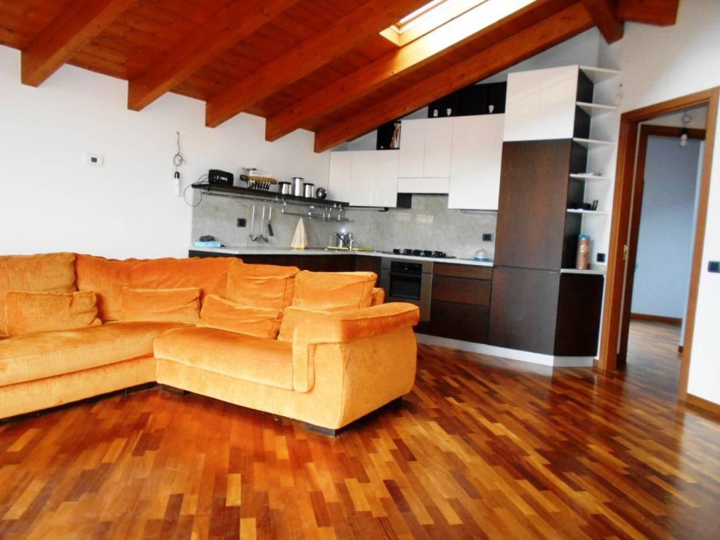 Appartamento in ottime condizioni arredato in vendita Rif. 8490504