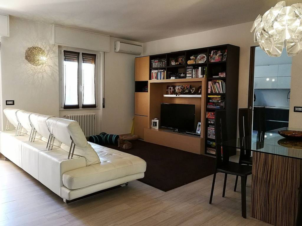 Appartamento in ottime condizioni in vendita Rif. 8493035