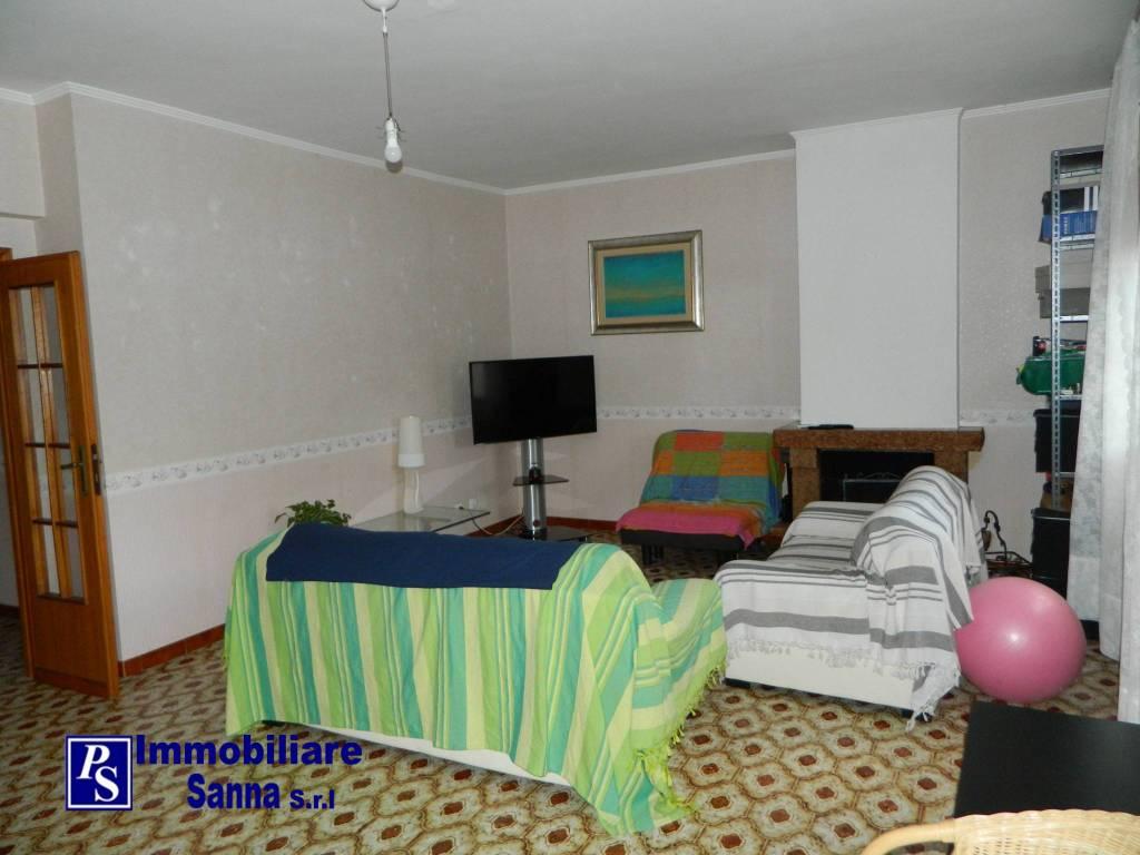 Appartamento in buone condizioni arredato in affitto Rif. 8489388