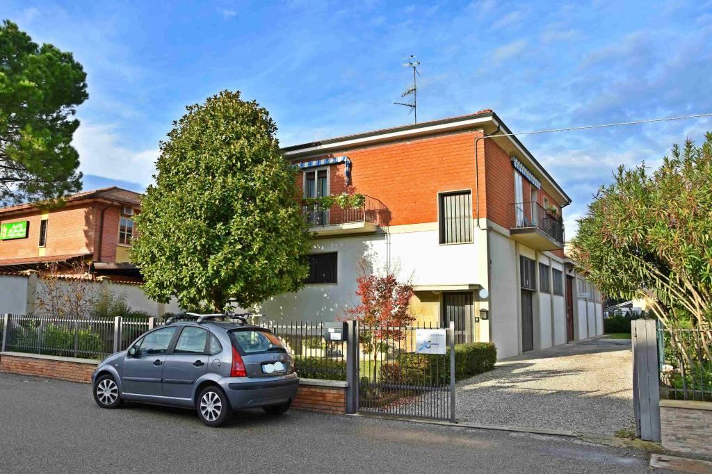 Appartamento in buone condizioni parzialmente arredato in vendita Rif. 8914419