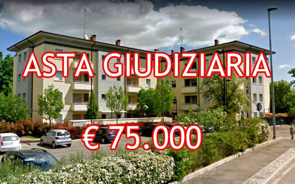 Appartamento in buone condizioni in vendita Rif. 8491595