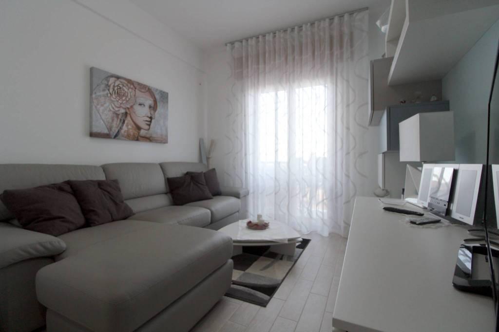 Appartamento in ottime condizioni in vendita Rif. 8086434