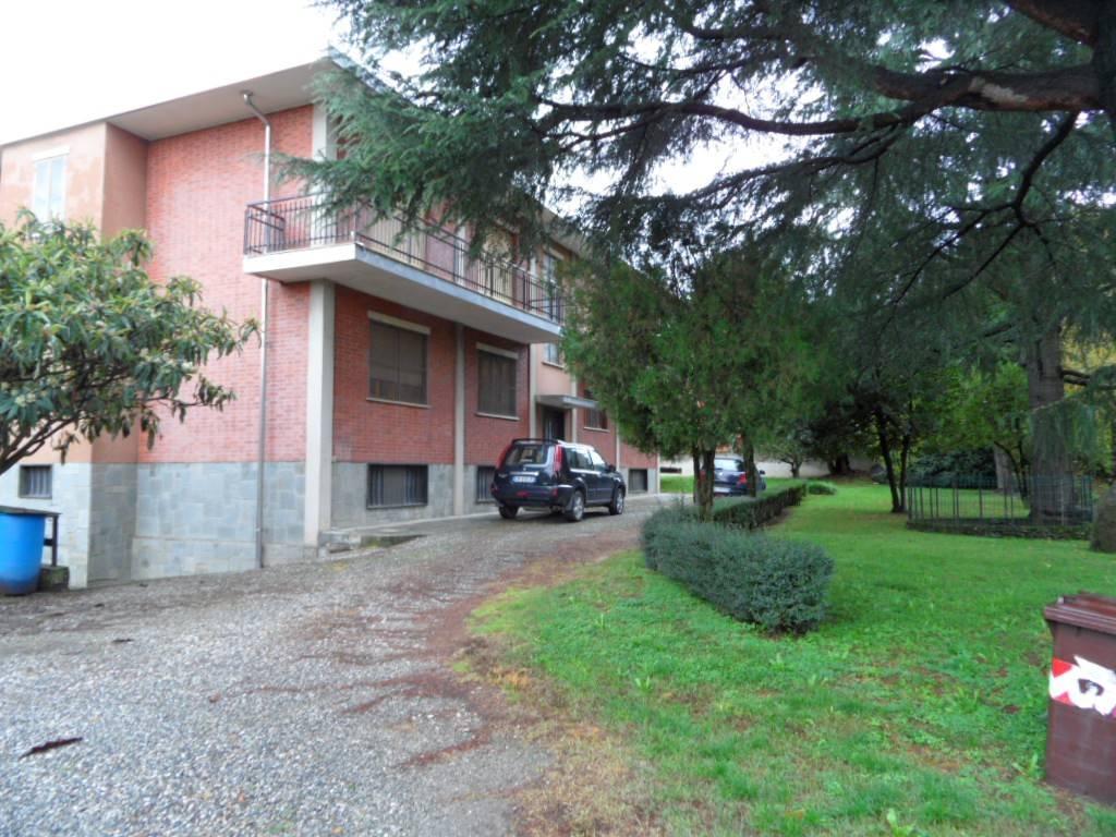 Appartamento in buone condizioni in affitto Rif. 8492211