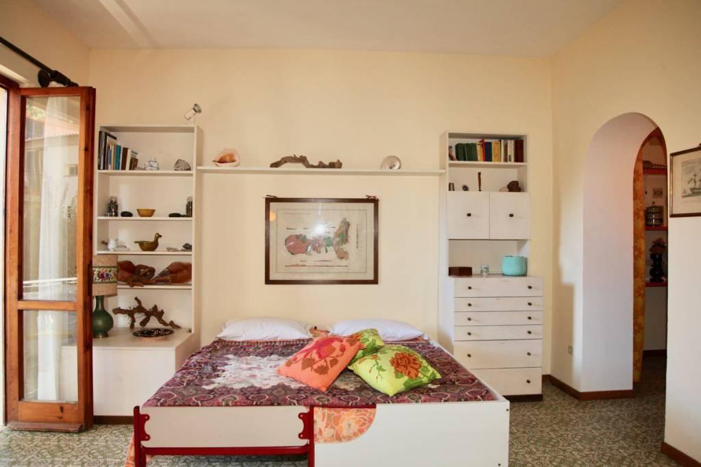 Appartamento in buone condizioni parzialmente arredato in vendita Rif. 8805450