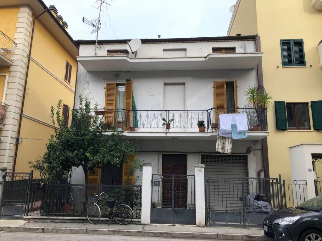 Casa indipendente 6 locali in vendita a San Benedetto del Tronto (AP)