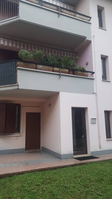 Appartamento in ottime condizioni arredato in affitto Rif. 8509868