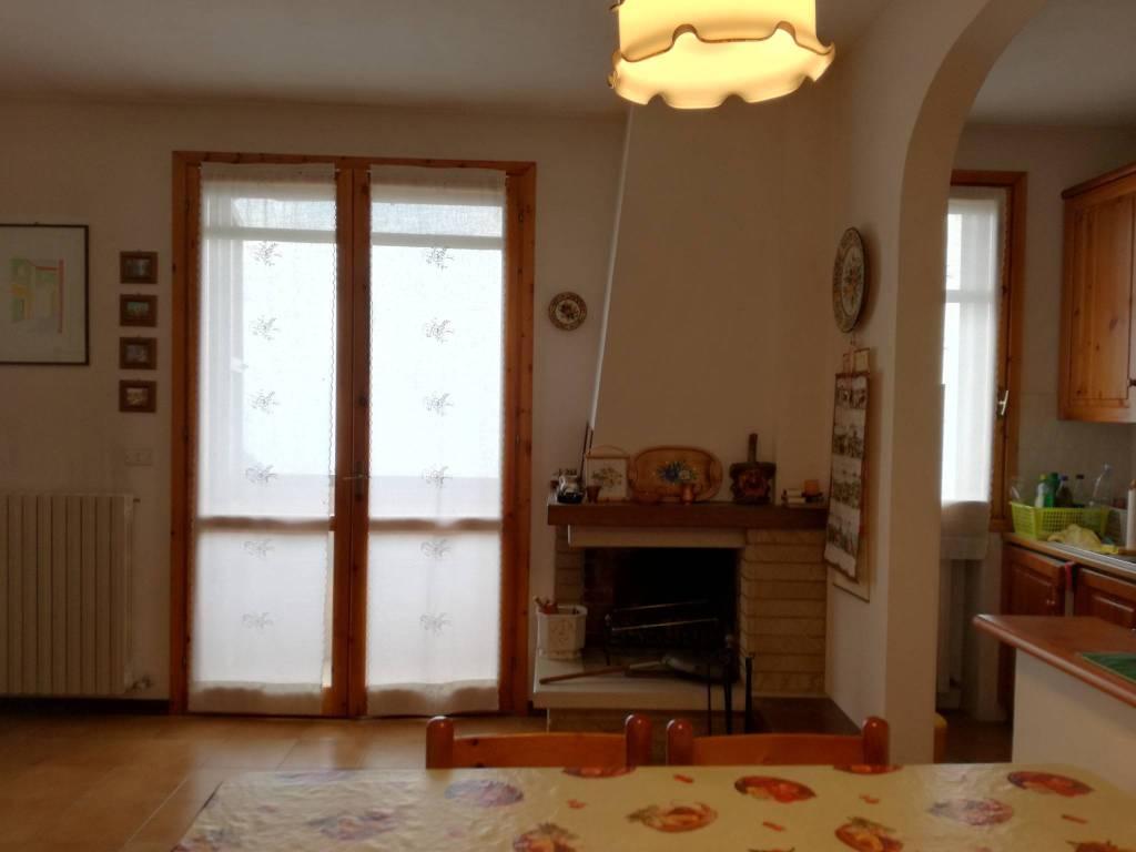 Appartamento in buone condizioni arredato in vendita Rif. 8549963
