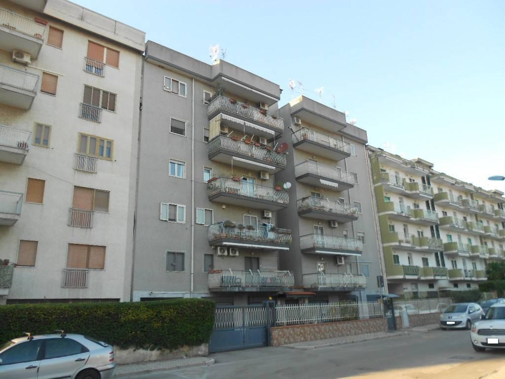 Appartamento in buone condizioni in vendita Rif. 8503515