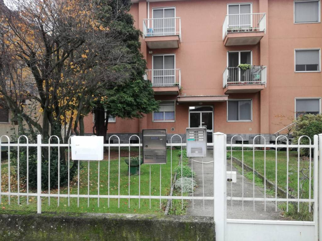 Appartamento in buone condizioni in affitto Rif. 8503597