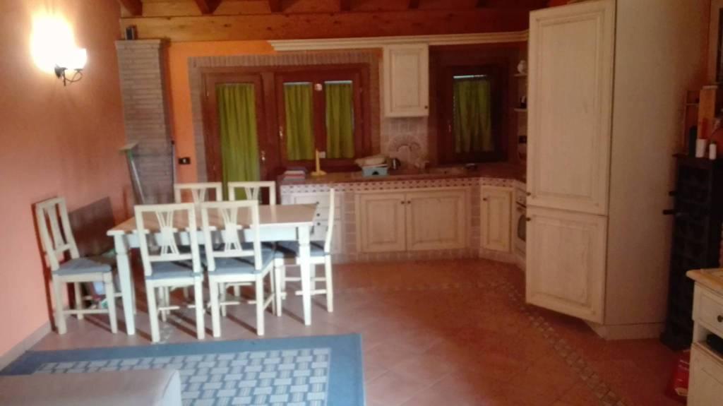 Appartamento in buone condizioni arredato in affitto Rif. 8505112