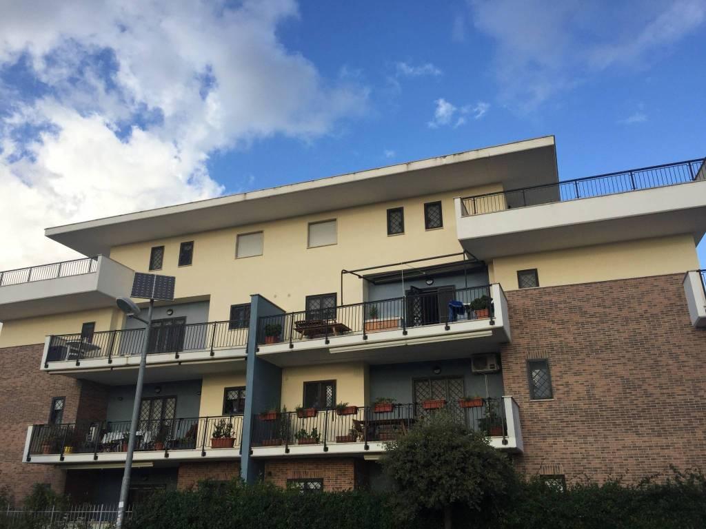 Appartamento in ottime condizioni parzialmente arredato in vendita Rif. 9195642