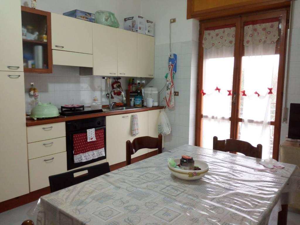 Appartamento in buone condizioni parzialmente arredato in affitto Rif. 8506375