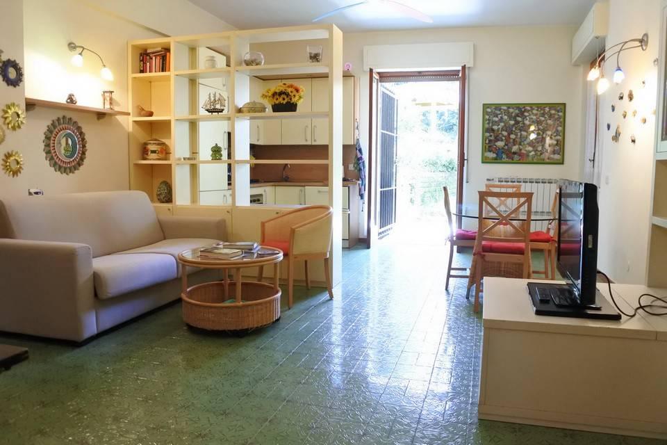 Appartamento in buone condizioni arredato in affitto Rif. 8504553