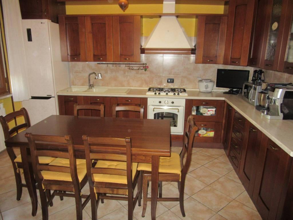 Appartamento in vendita a Rodigo, 4 locali, prezzo € 80.000 | CambioCasa.it