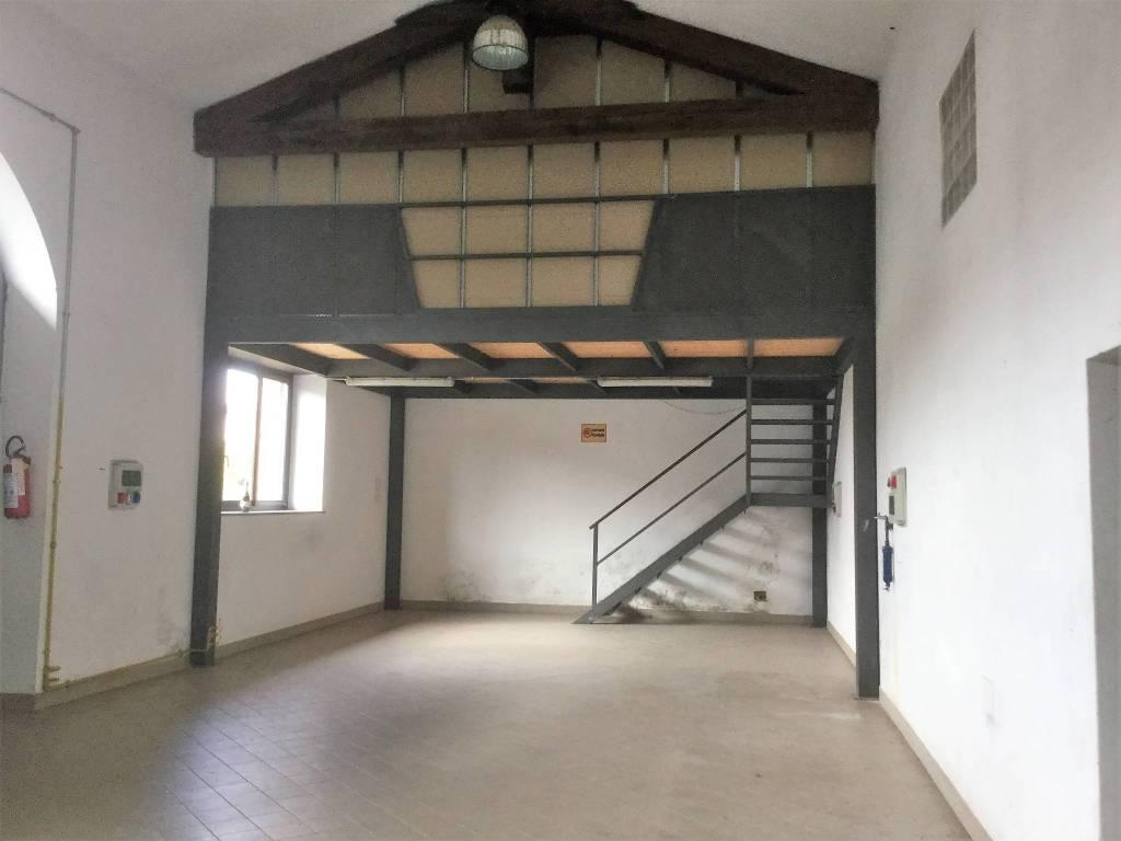 Capannone in affitto via Roma - Cambiano centro Rif. 8508482