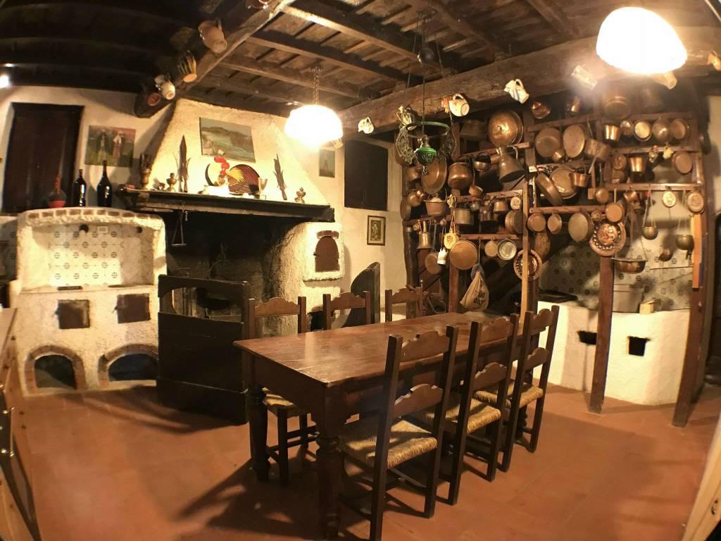 Rustico / Casale in buone condizioni parzialmente arredato in vendita Rif. 8505013