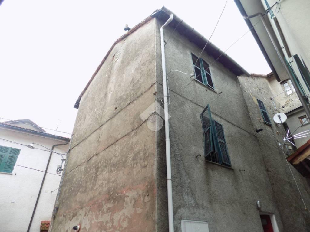 Appartamento in buone condizioni in vendita Rif. 9179616