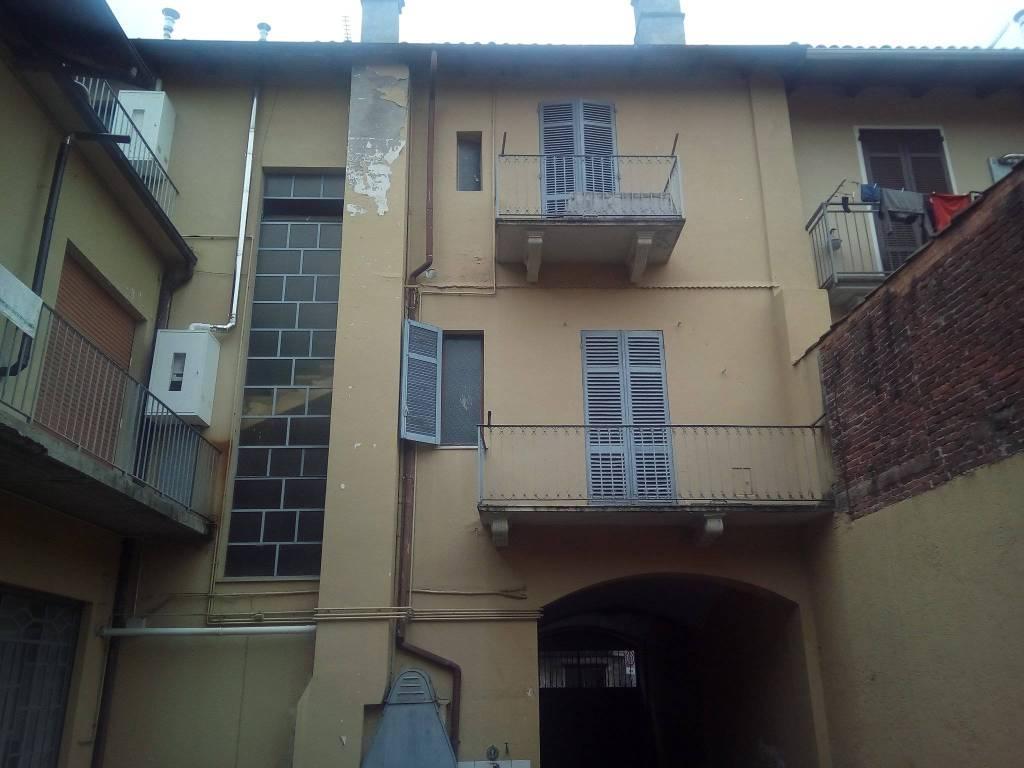 Appartamento in buone condizioni in affitto Rif. 9290317